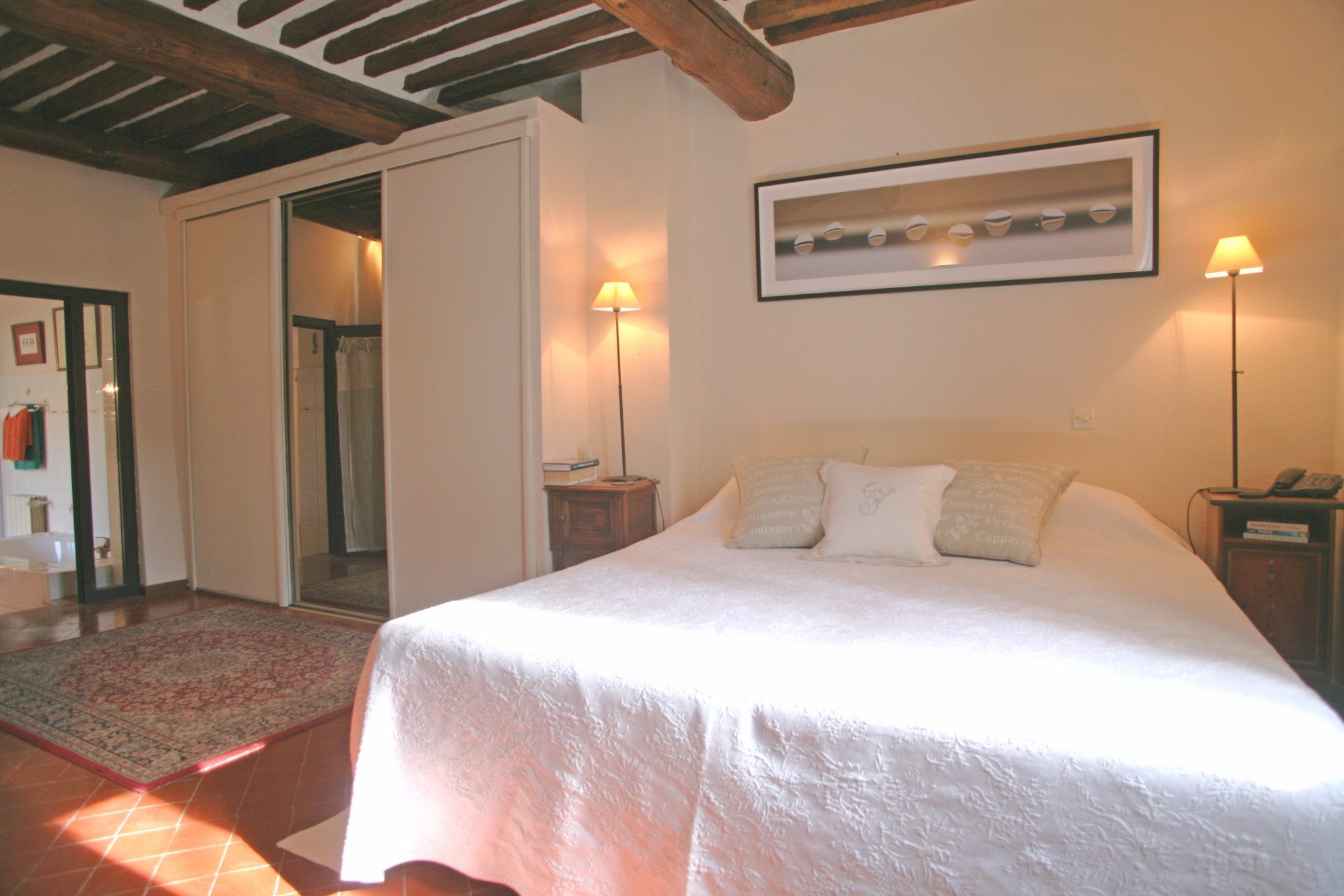 A vendre, Comtat Venaissin, proche Luberon, maison de village avec balcon et terrasse