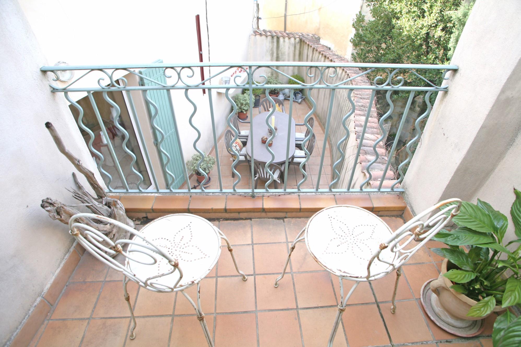 Maison de village avec terrasse et balcon