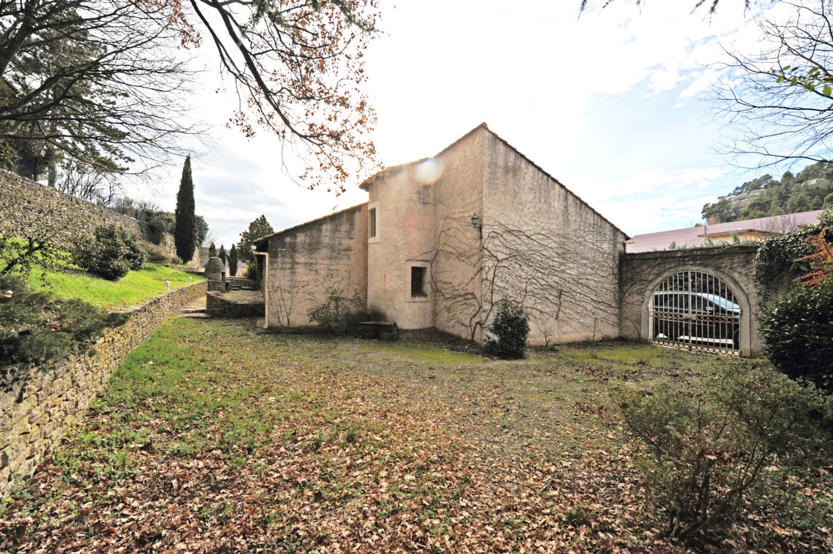 Maison avec local commercial au cœur du Luberon