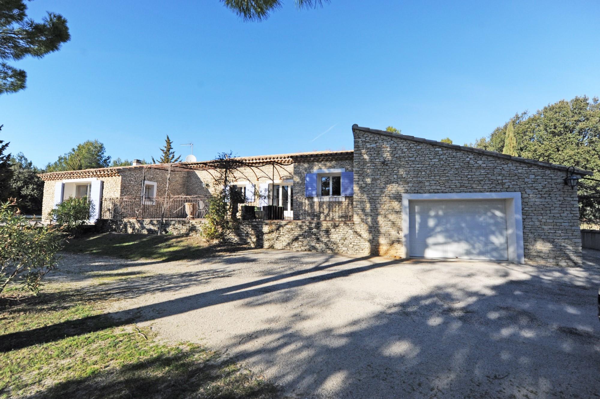 Maison avec atelier et piscine aux Pays de Sorgue