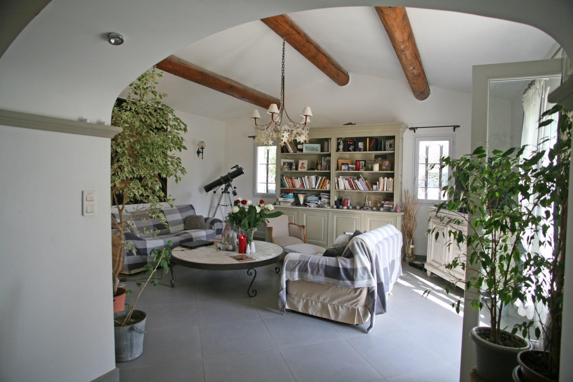 A vendre à Lagnes, maison traditionnelle sur beau terrain