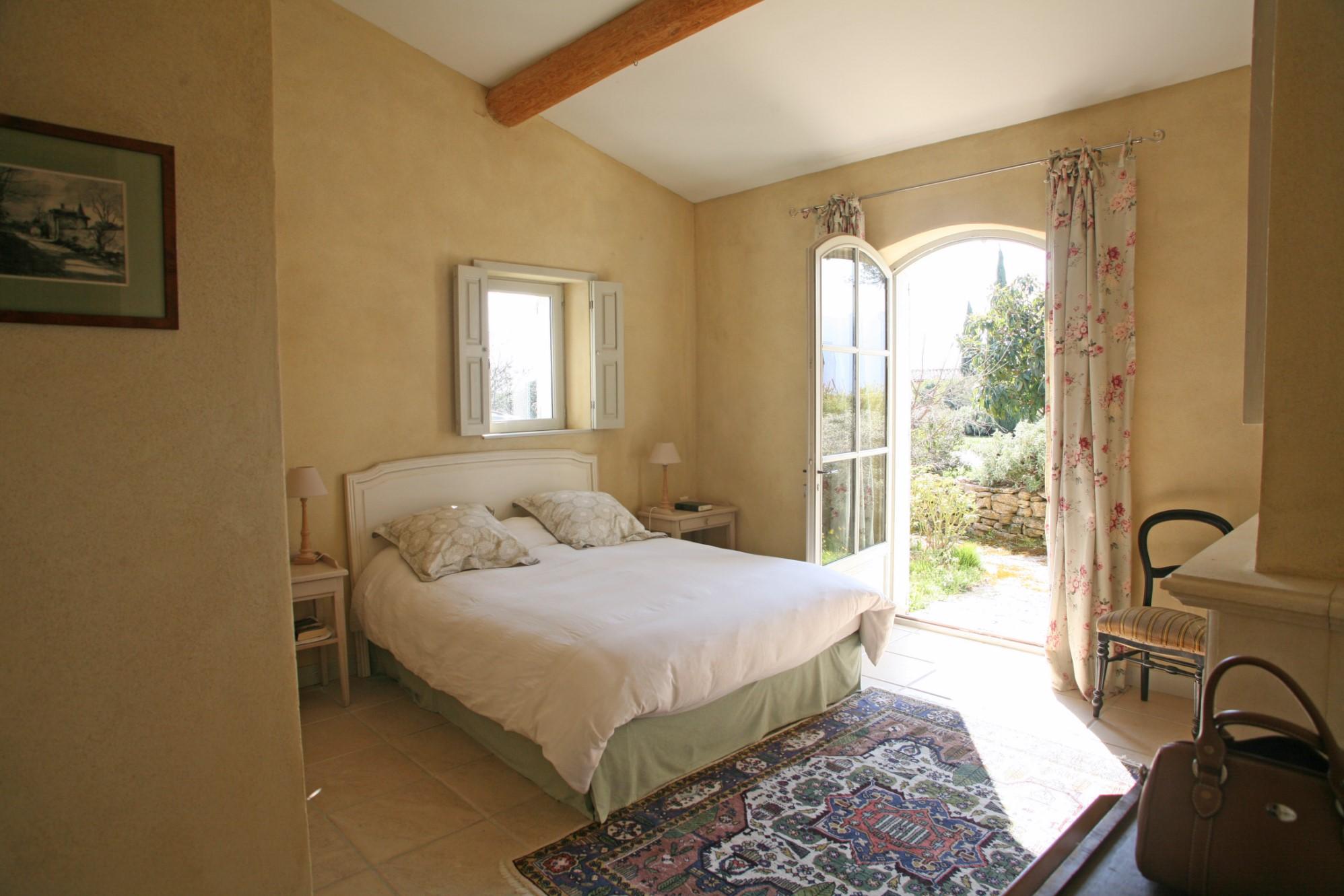 A vendre au coeur du Luberon, maison traditionnelle avec piscine et jolies vues