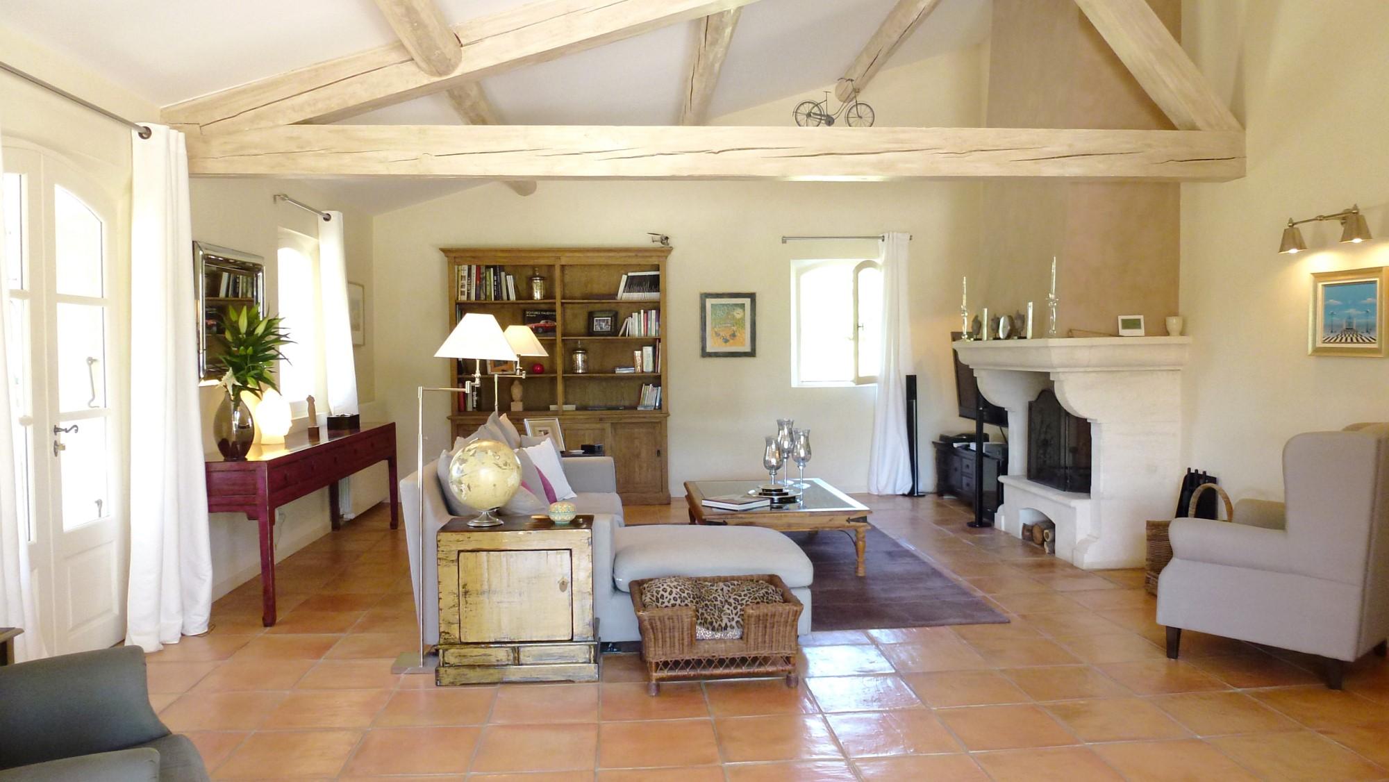 Mas rénové et meublé sur 2.7 hectares à la vente au cœur du Luberon
