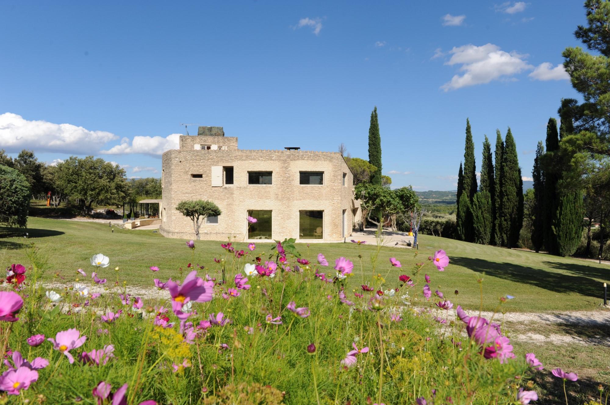 Maison contemporaine avec vue sur la vallée du Luberon