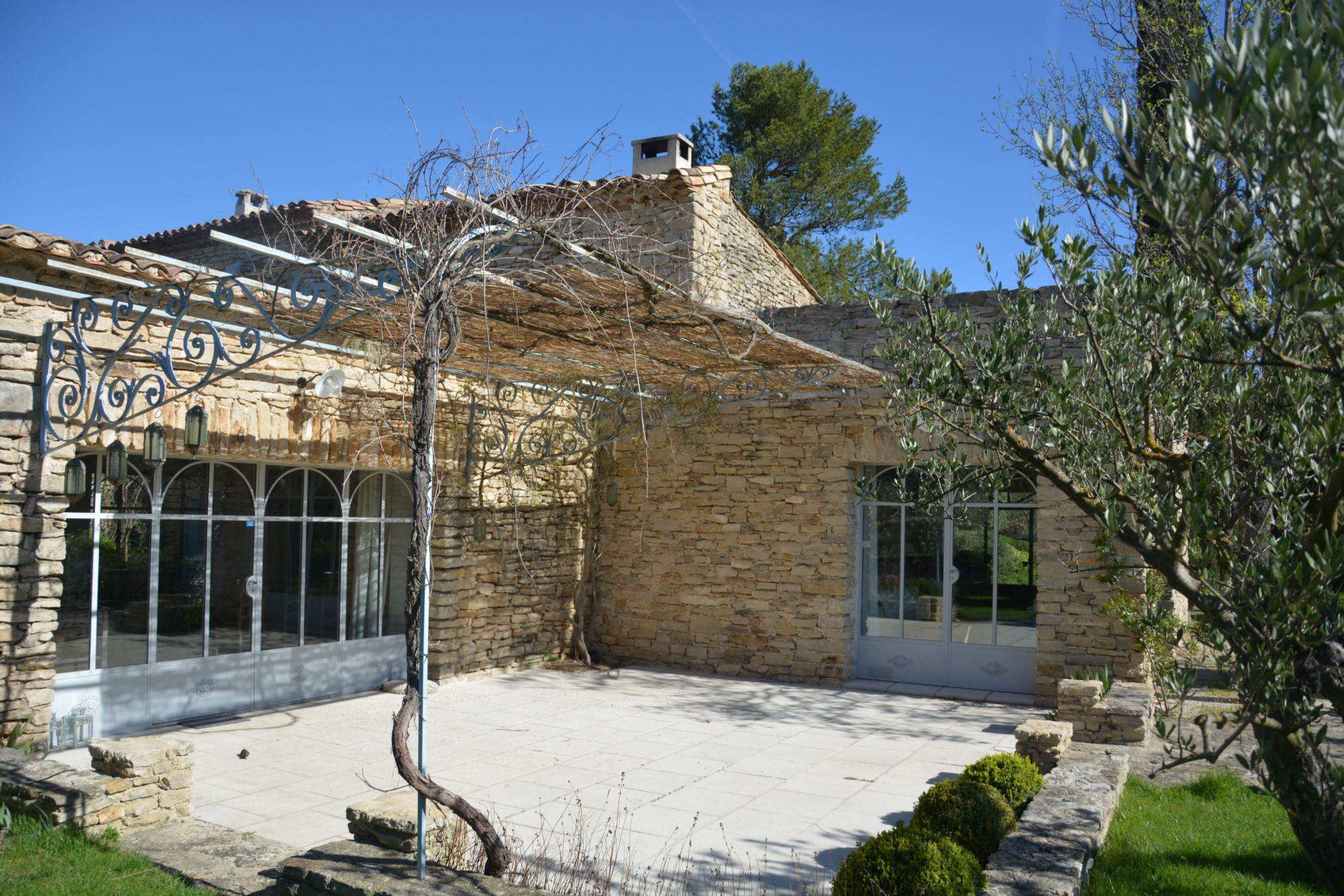 Bergerie restaurée avec bories en Provence