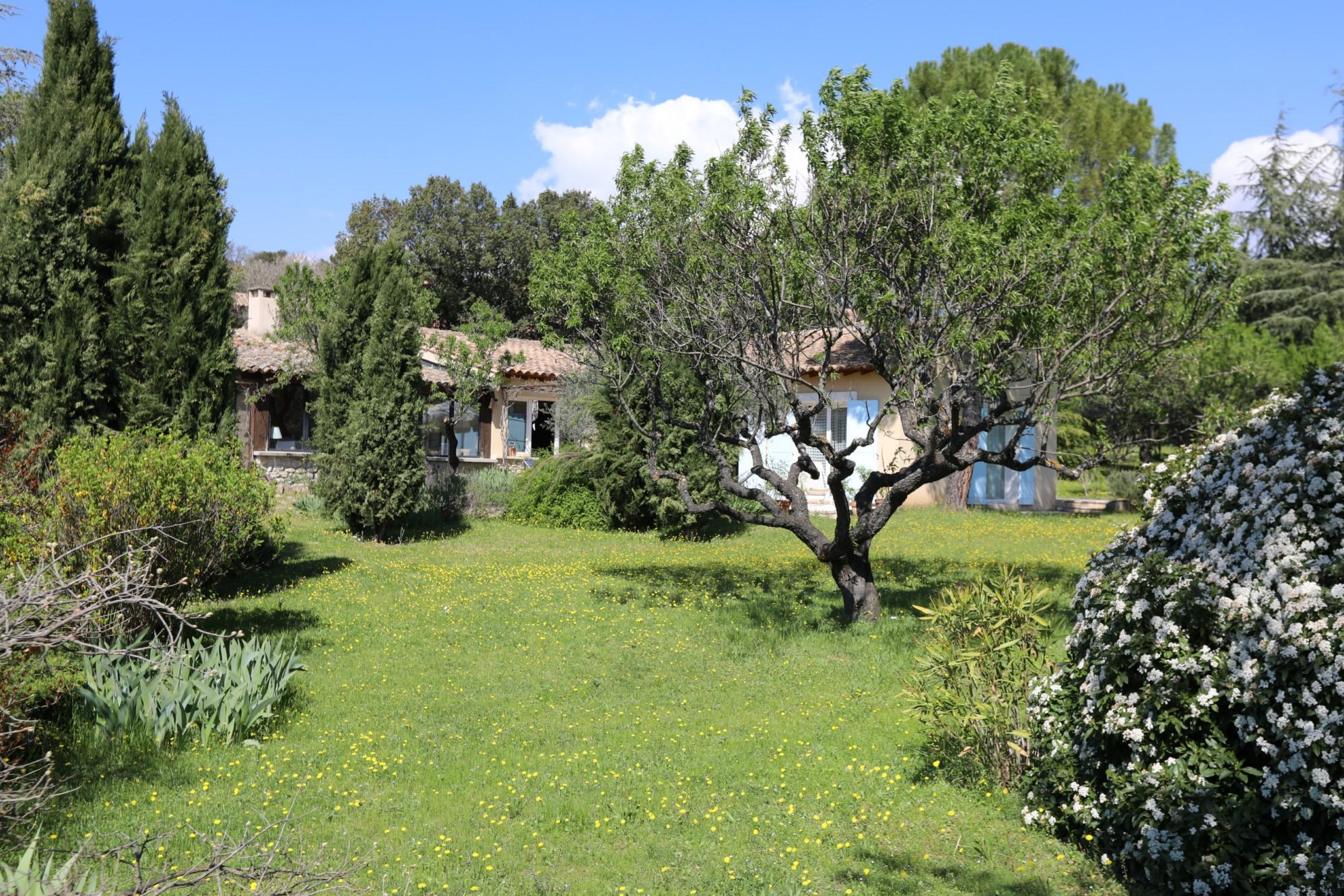 Maison au calme dans le Luberon