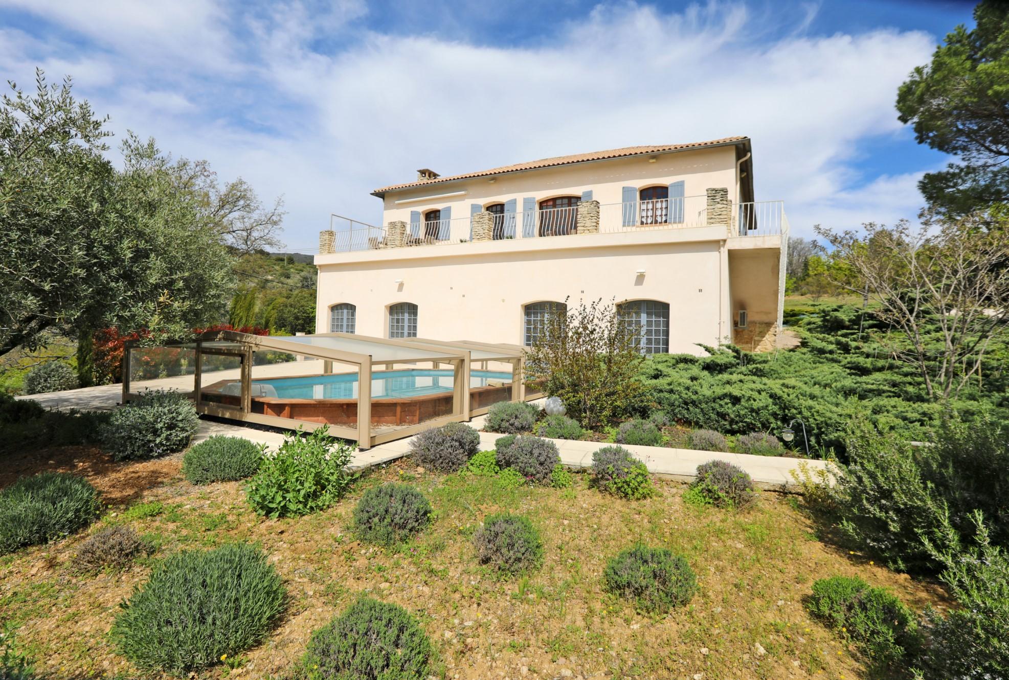 Grande maison avec piscine au cœur du Luberon