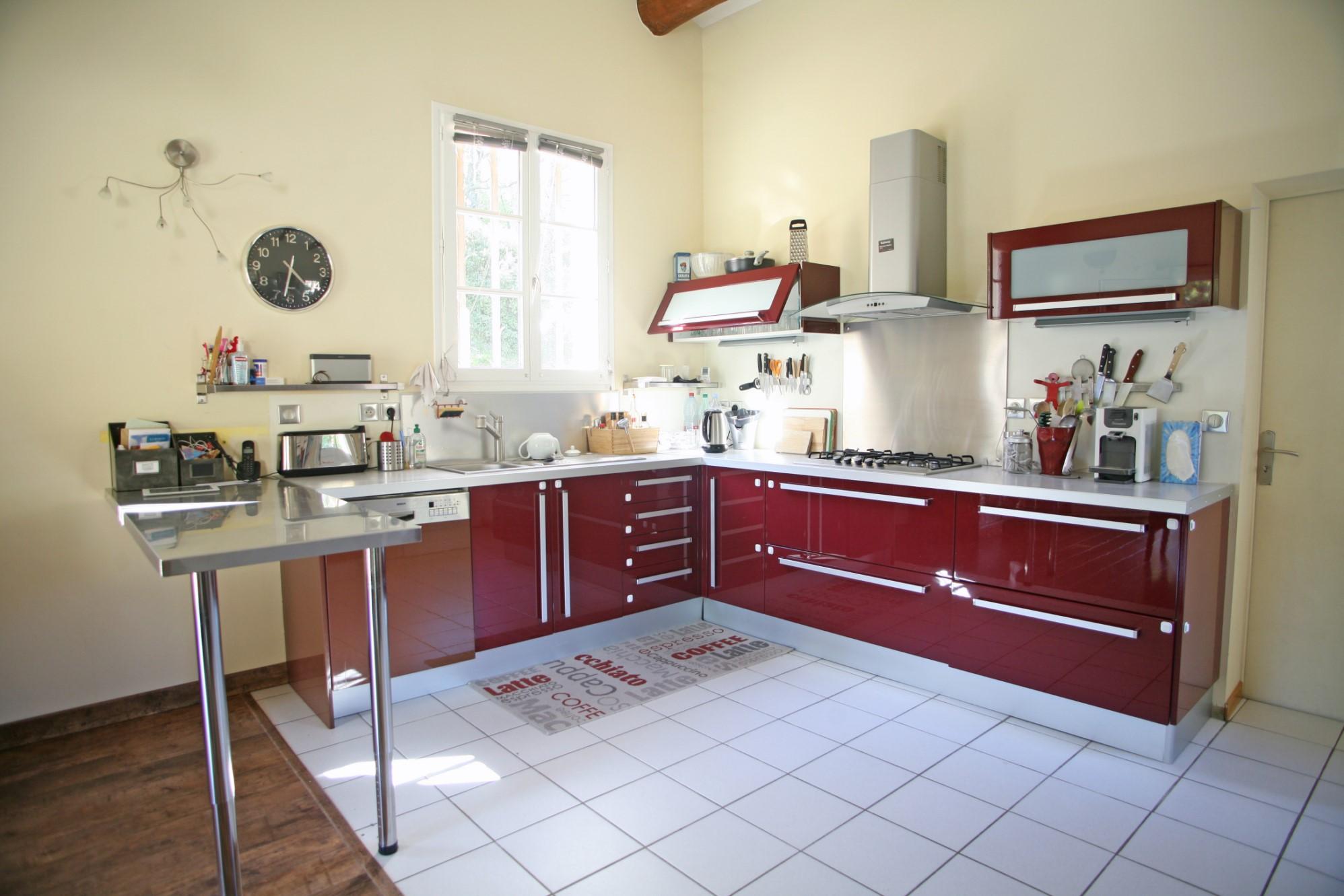 Aux portes du Luberon, à vendre, belle maison traditionnelle avec piscine dans un environnement préservé