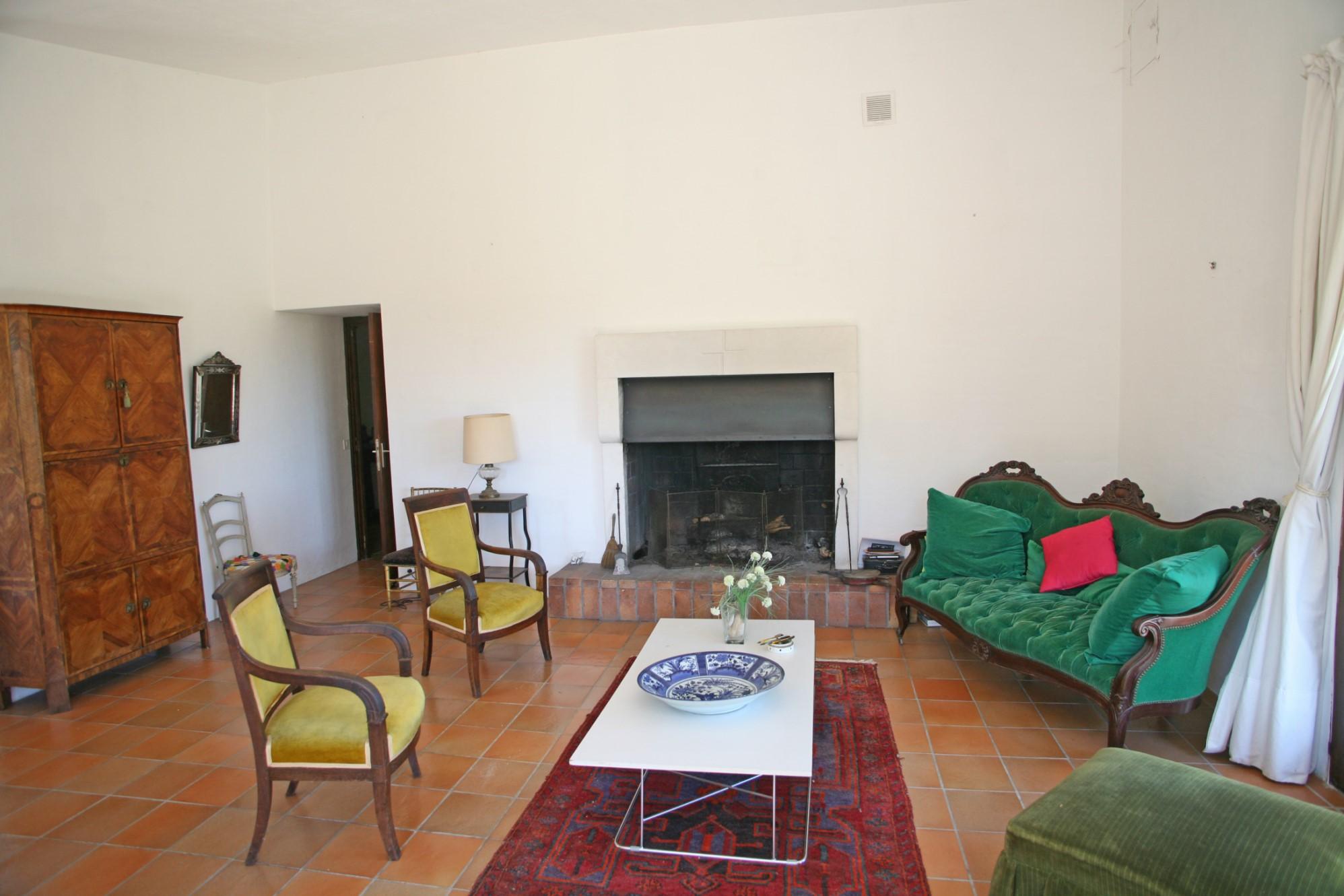 A vendre en Luberon, maison contemporaine sur deux hectares avec belles vues