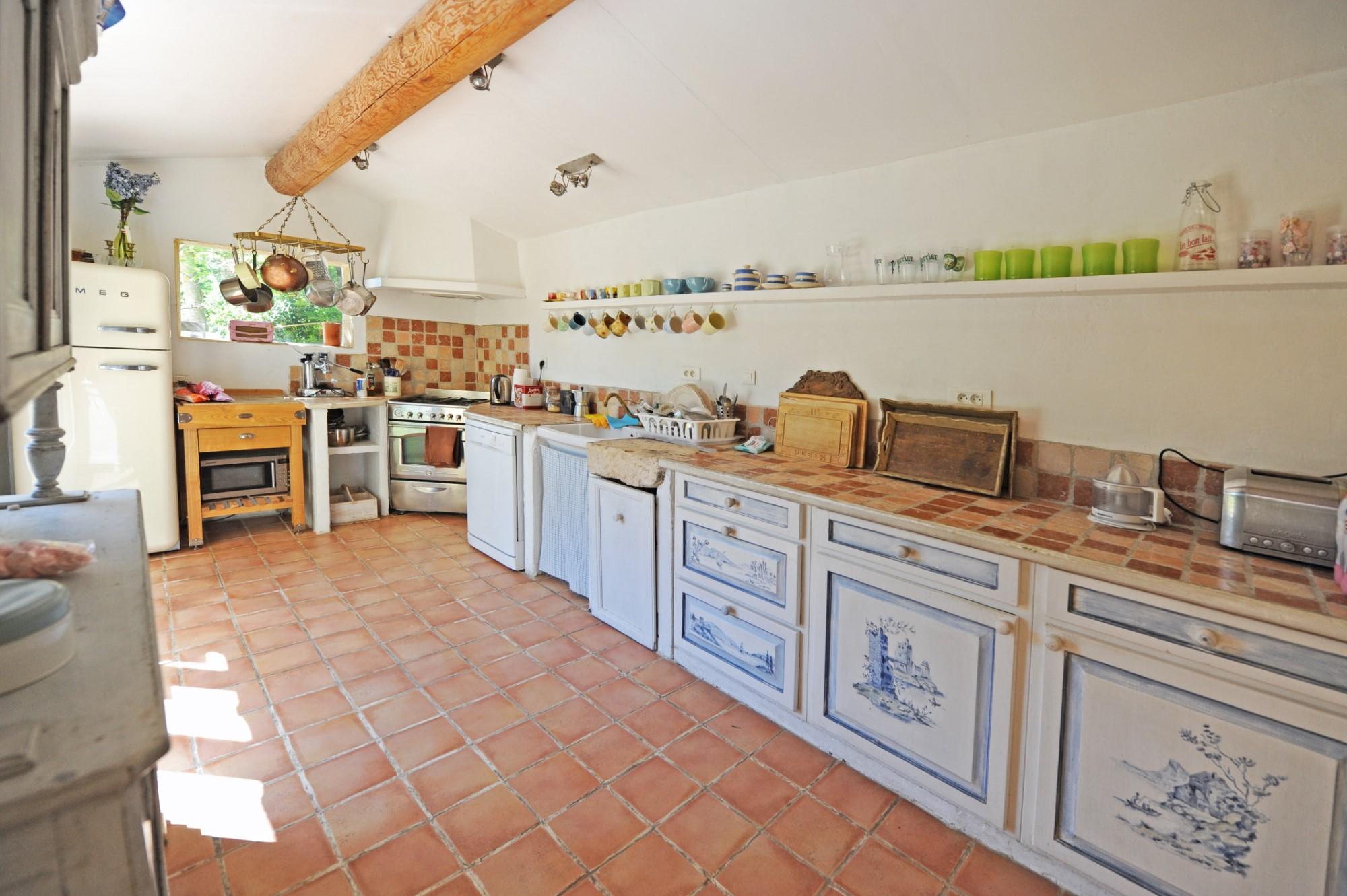 Mas rénové avec jardin paysagé, à vendre à proximité de l'Isle sur la Sorgue