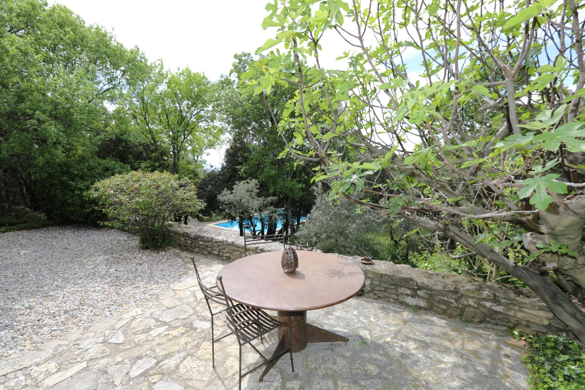 Proche de Gordes, charmante maison avec vues