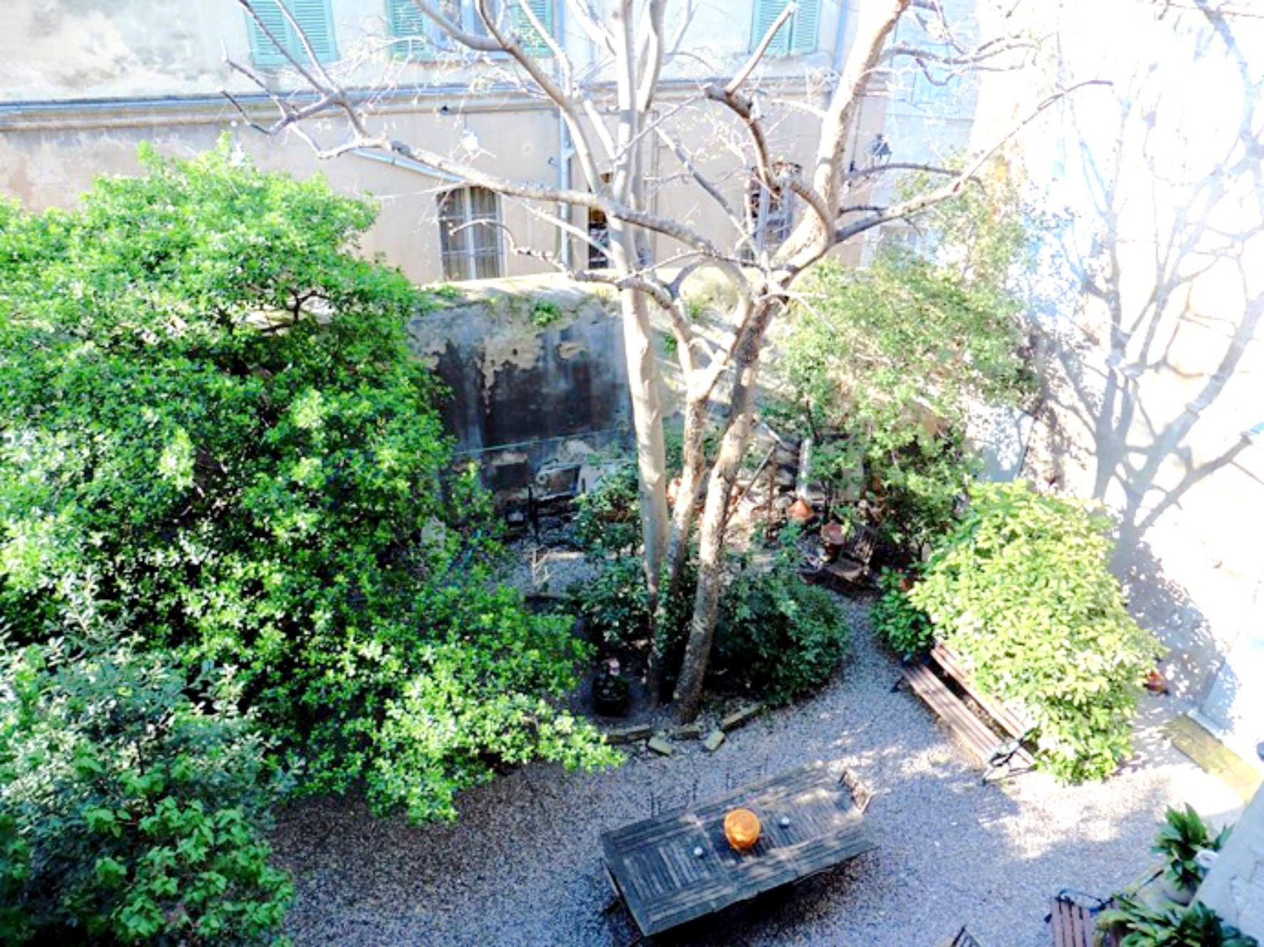 Appartement Avignon Intra-Muros avec cours intérieure