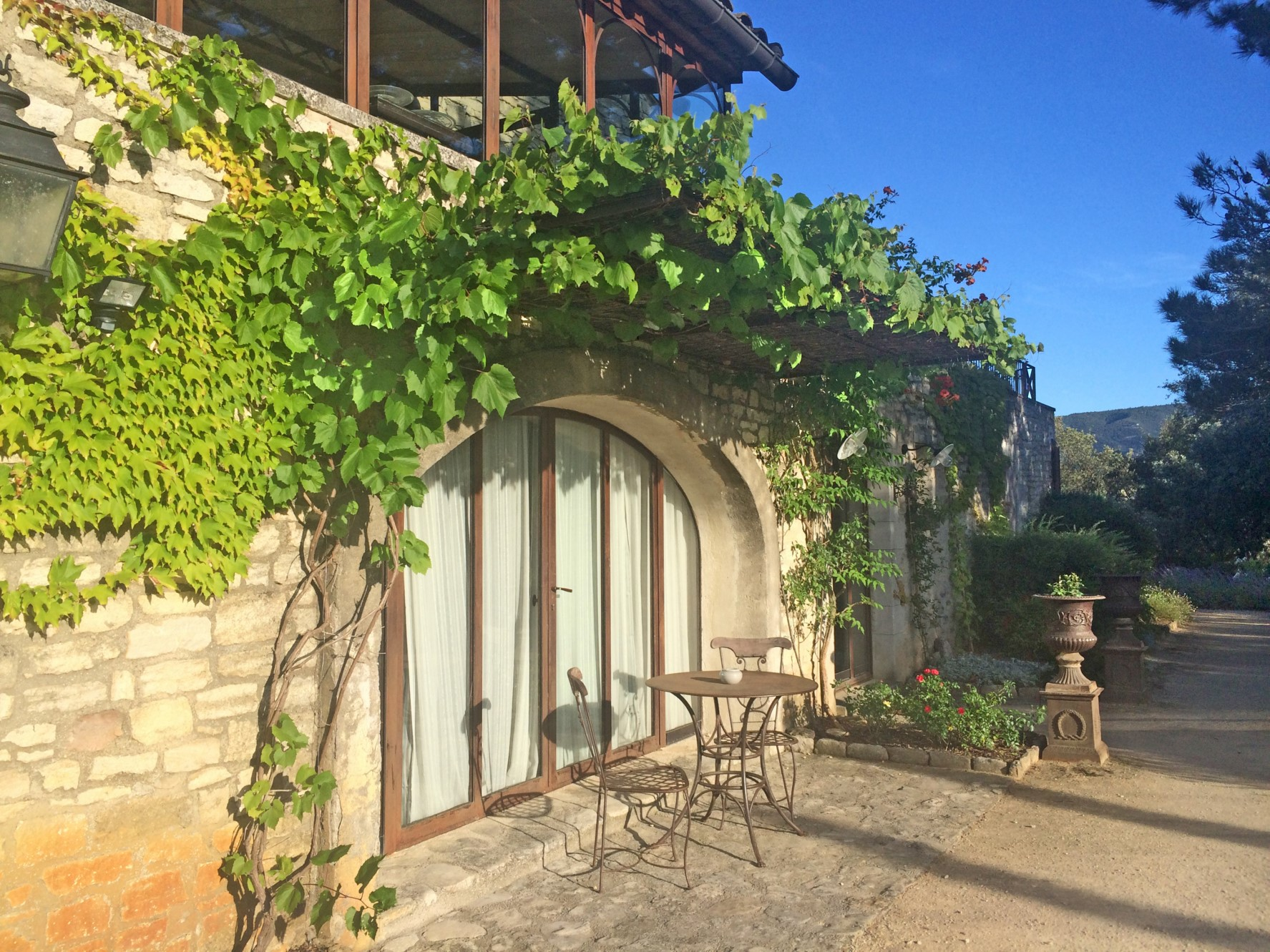 Large family house up in the hills with views for sale in Luberon