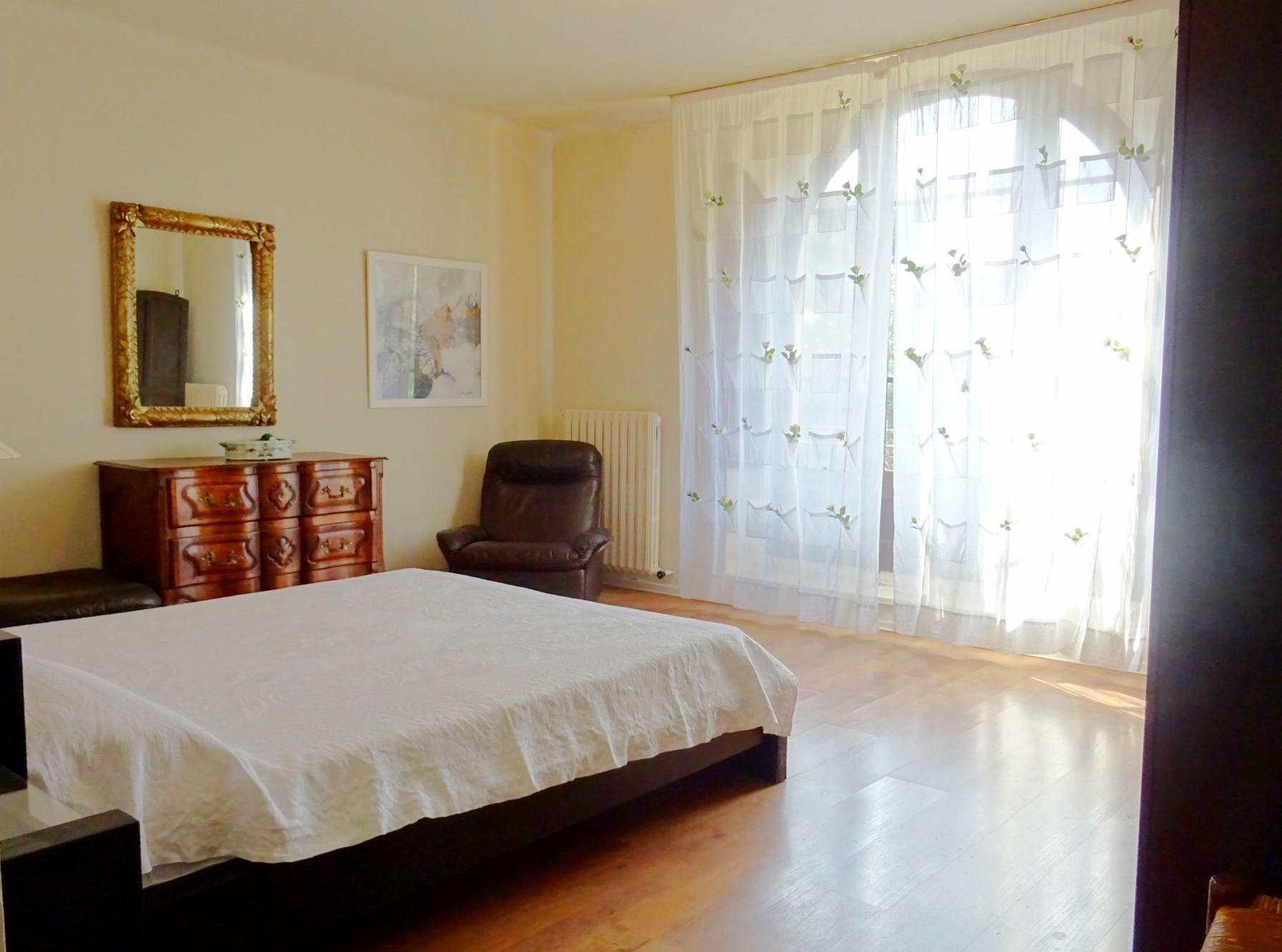 A vendre proche d'Avignon, maison de maître avec dépendances, tennis et piscine