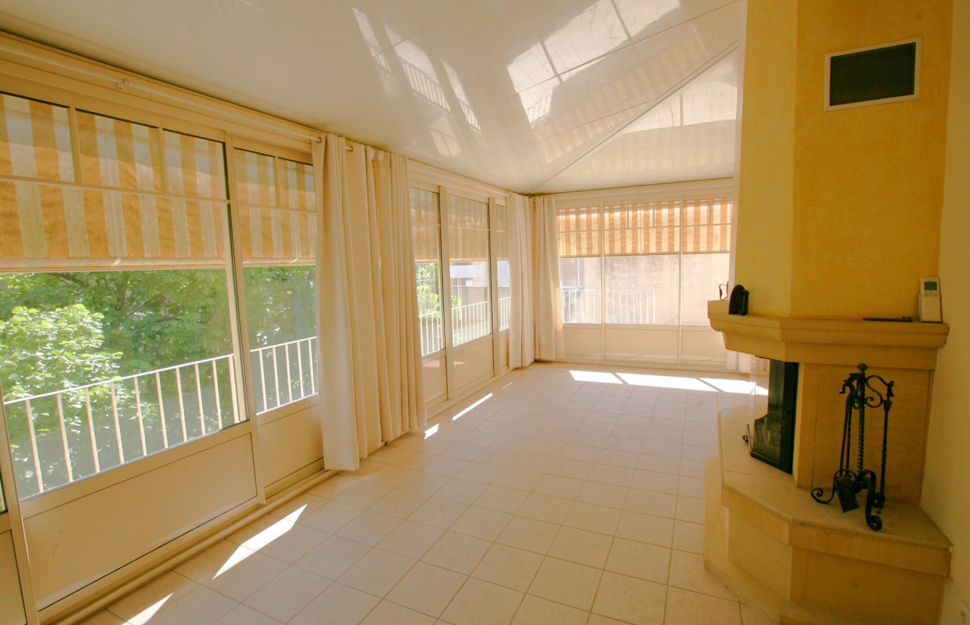 ventes a vendre en luberon vaste h tel particulier avec jardin privatif agence rosier. Black Bedroom Furniture Sets. Home Design Ideas