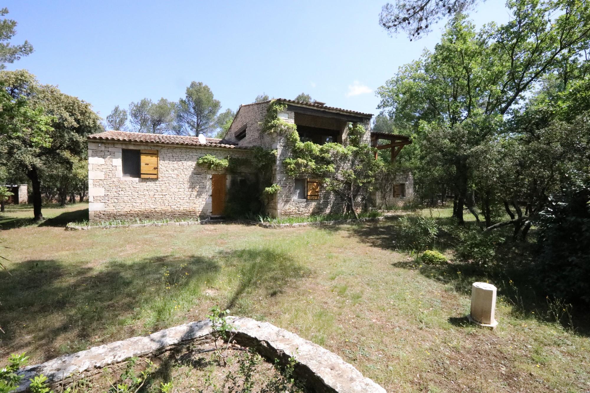 Proche Ménerbes, Roussillon et Gordes, propriété à vendre