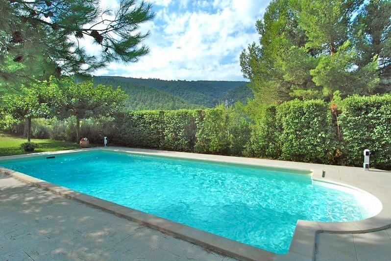 A vendre, au coeur du triangle d'or, maison récente avec belle vue sur le Luberon.