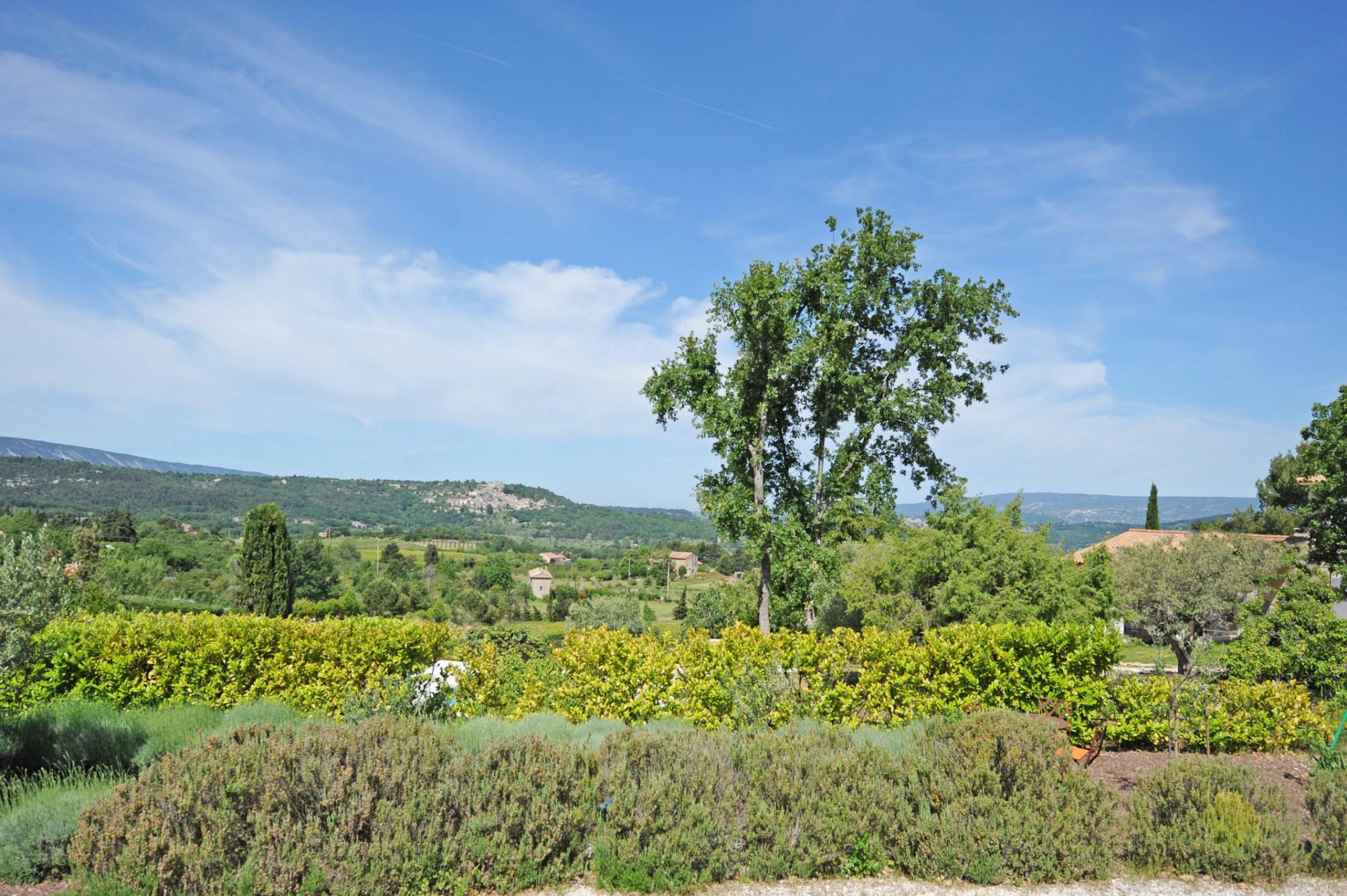 Bastide avec vue sur la vallée du Luberon