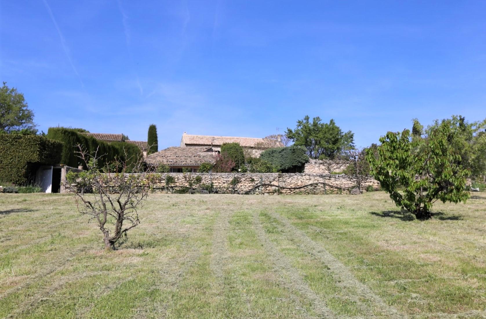 Un lieu d'exception, à vendre à Gordes, face au Luberon