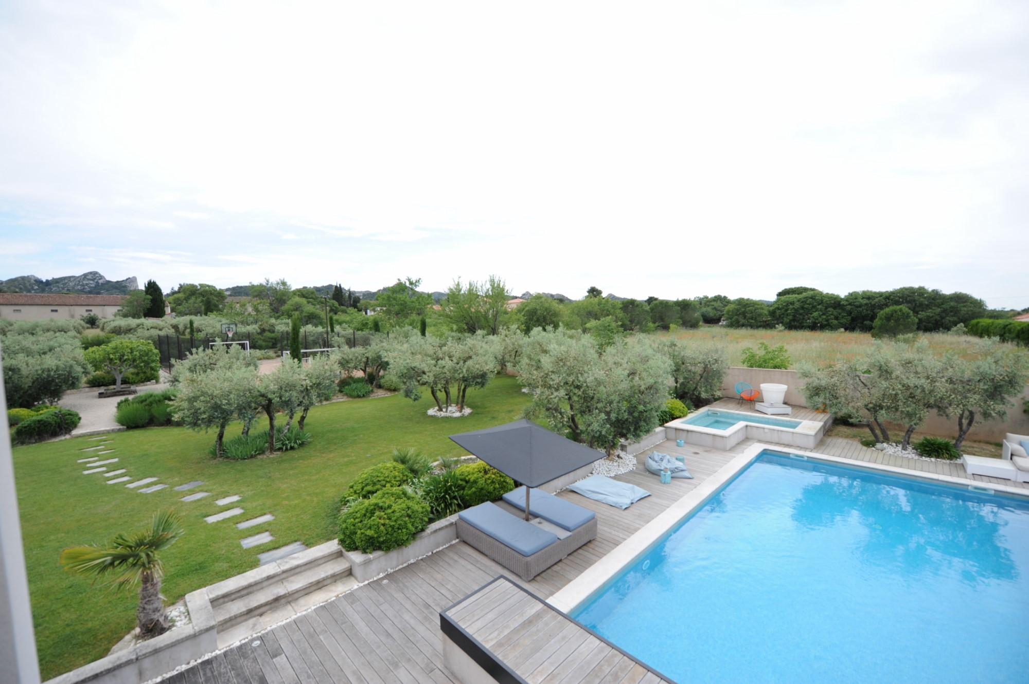 Maison contemporaine avec piscine en Provence