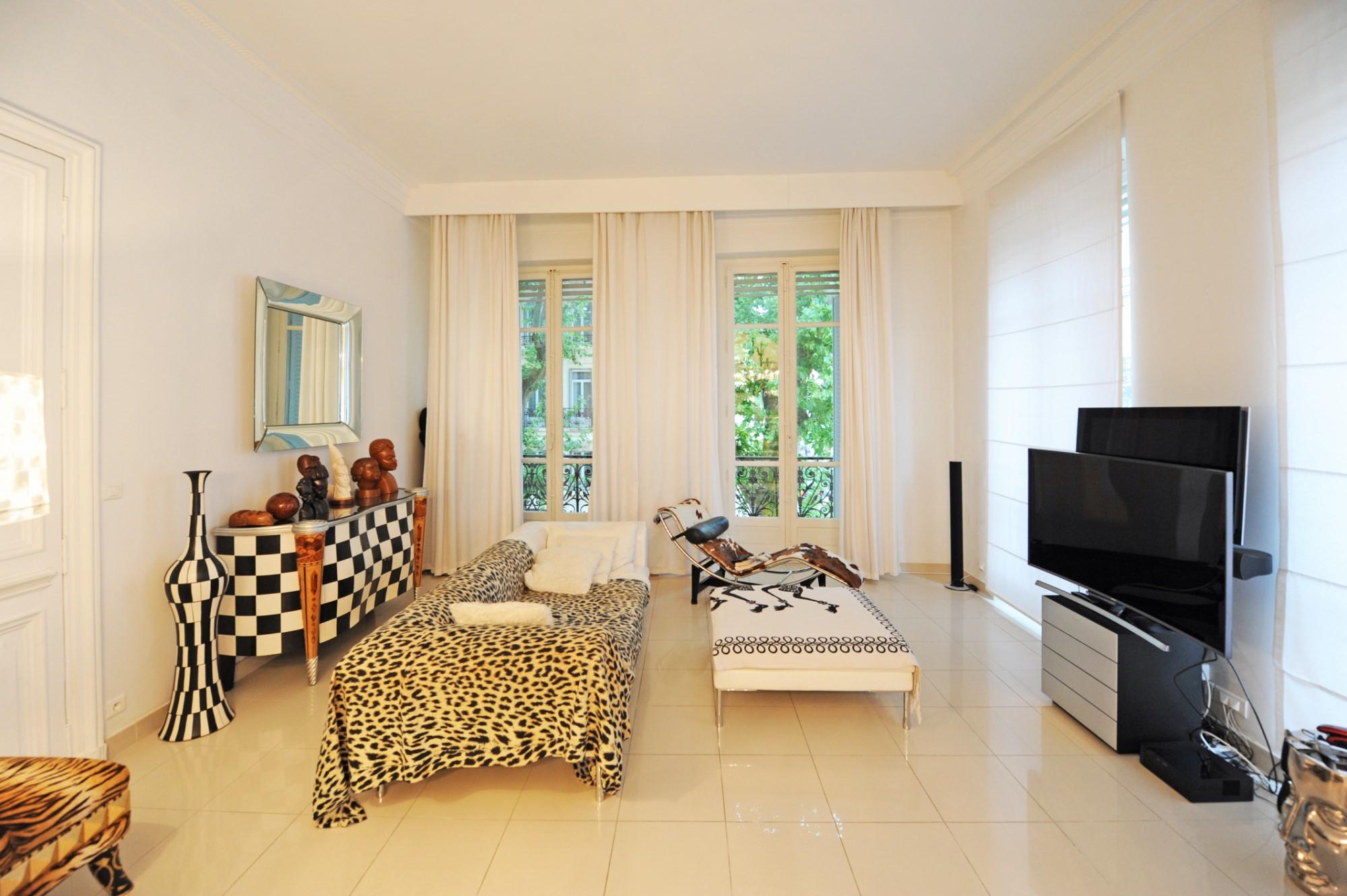 A vendre, AVIGNON INTRA-MUROS, appartement design dans Immeuble Haussmannien