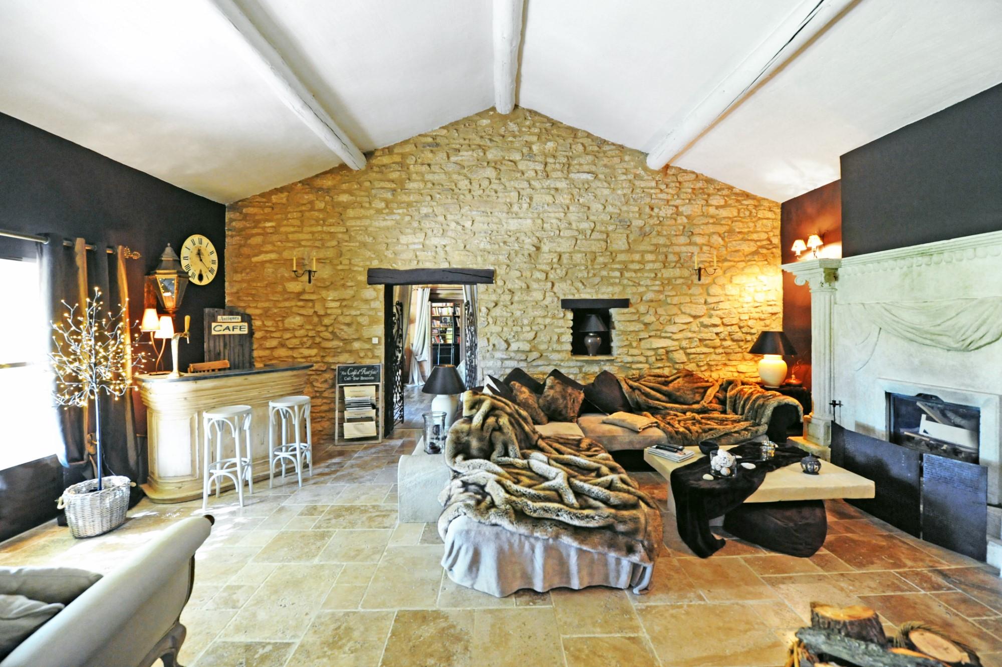 A vendre,  belle propriété de famille à proximité de l'Isle sur la Sorgue