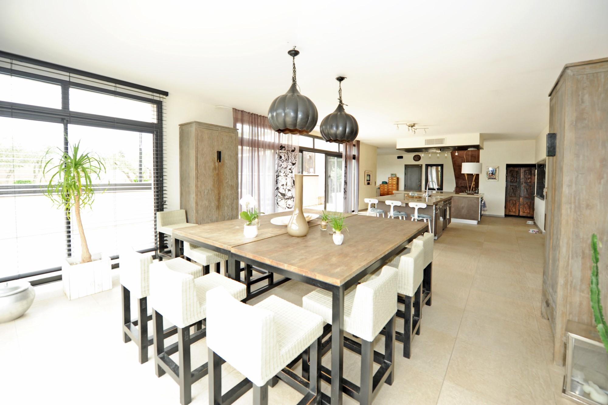 ventes a vendre st r my de provence maison d 39 architecte avec piscine jacuzzi et half court. Black Bedroom Furniture Sets. Home Design Ideas