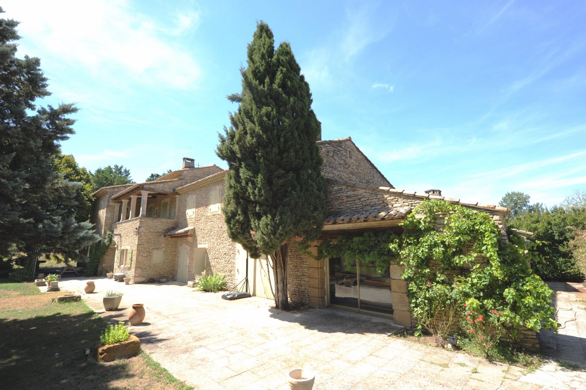 A vendre aux portes du Luberon, beau mas en pierres restauré et agrandi