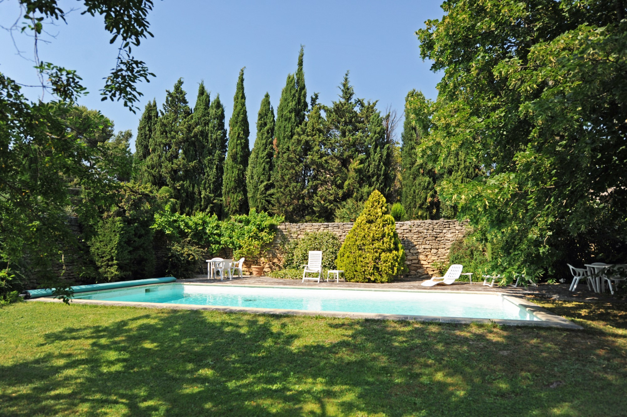 A vendre à Gordes, maison de charme avec piscine et vues