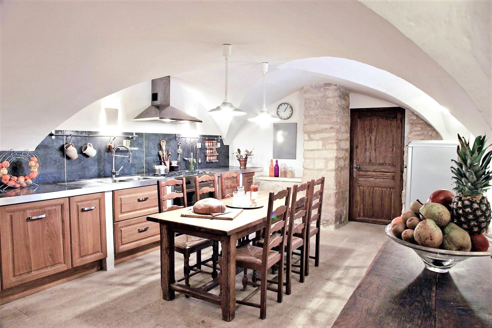 A vendre dans le Luberon, mas du XVII° siècle rénové sur plus de 7 hectares