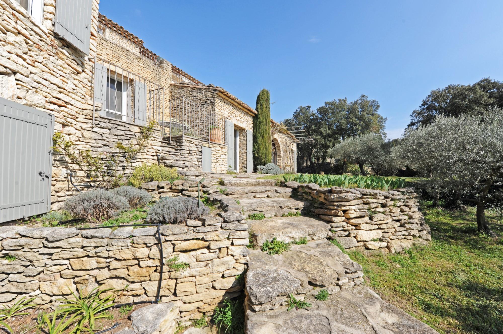 A vendre à Gordes, propriété avec 6 chambres et vue imprenable entre Luberon et Alpilles