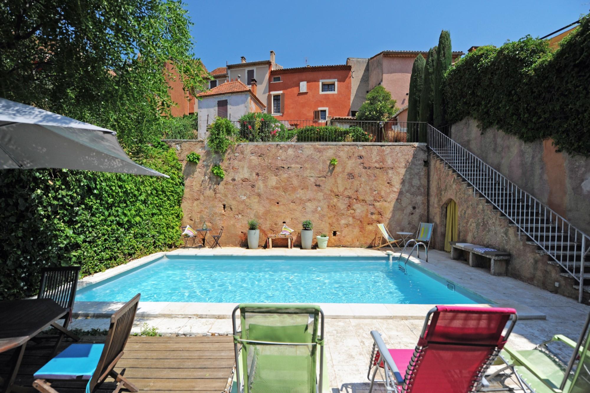 Maison de village avec terrasse, piscine et vue sur le Luberon