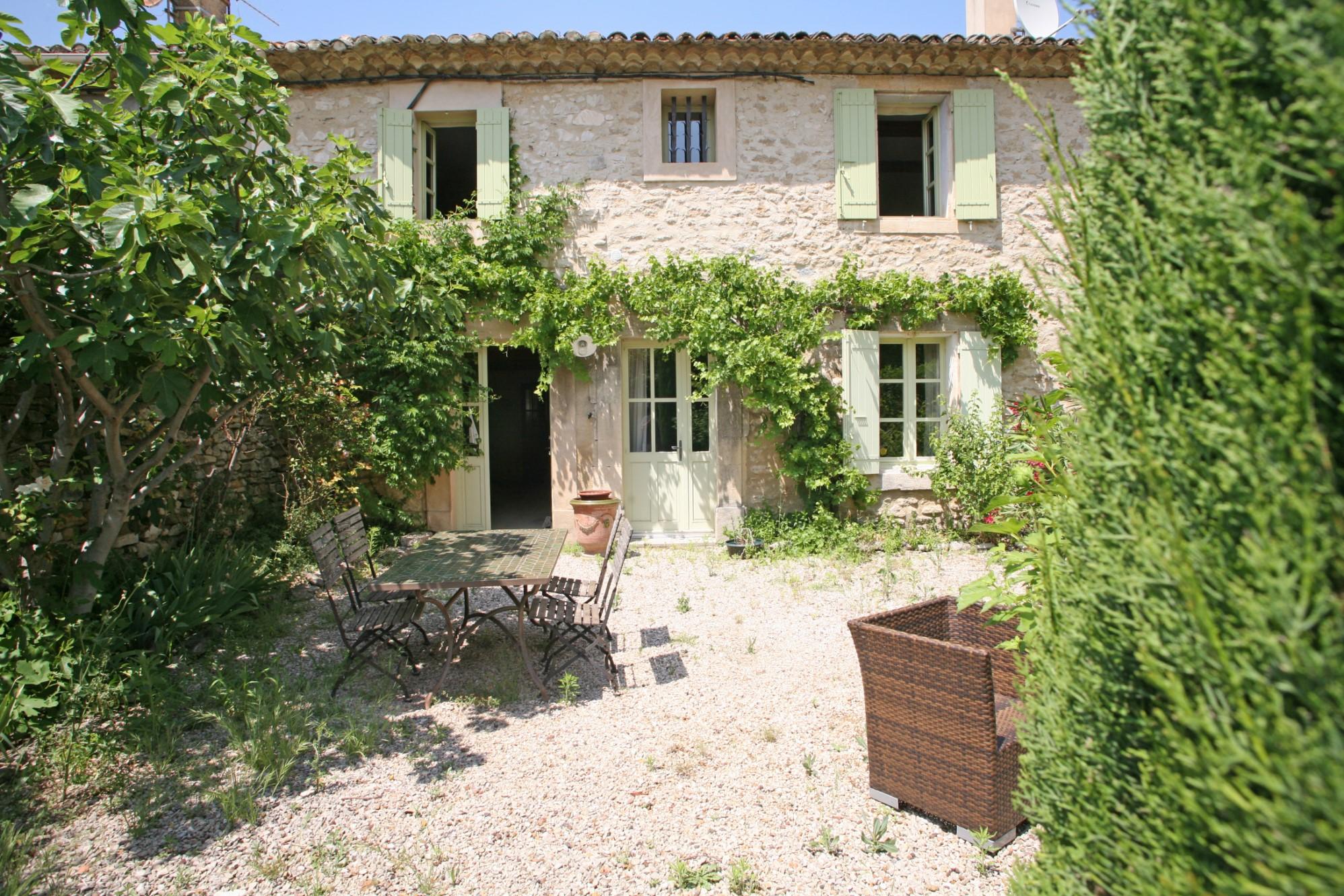 Maison de hameau avec jardin et piscine, à vendre à Gordes