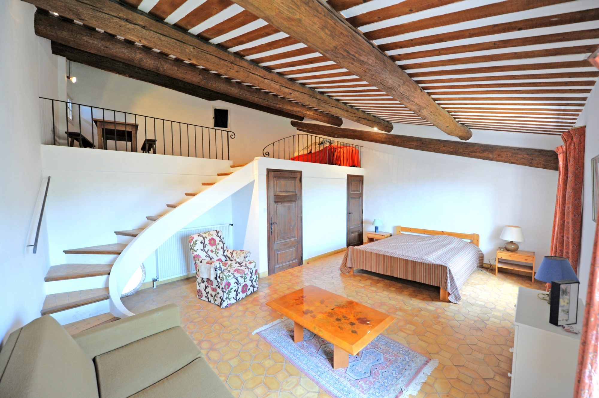 Maison de village plein sud face au Luberon, à vendre à Roussillon