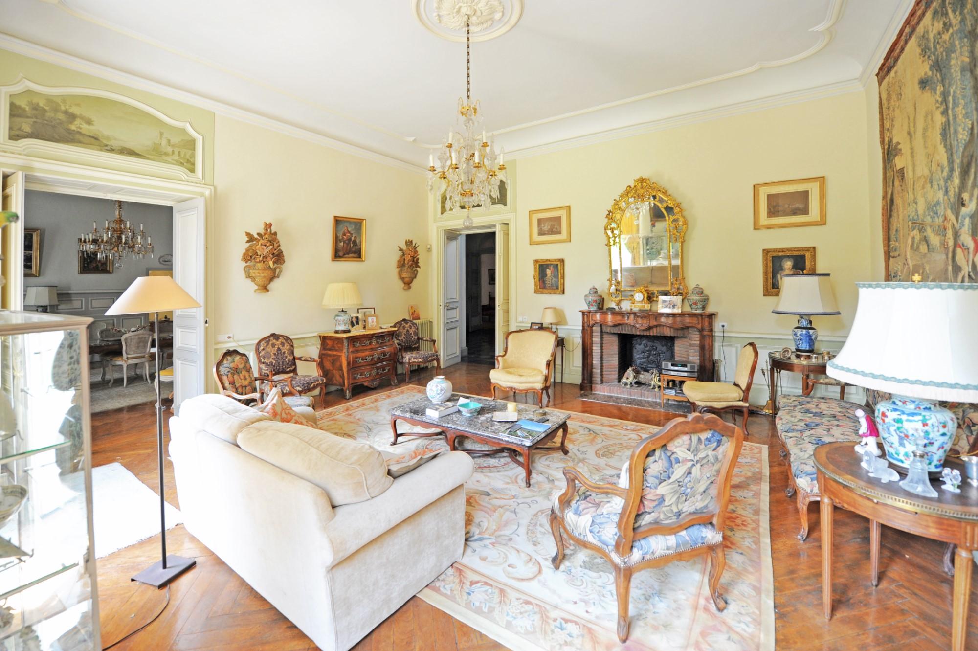 AVIGNON INTRA MUROS, rare demeure bourgeoise XIXème à la vente