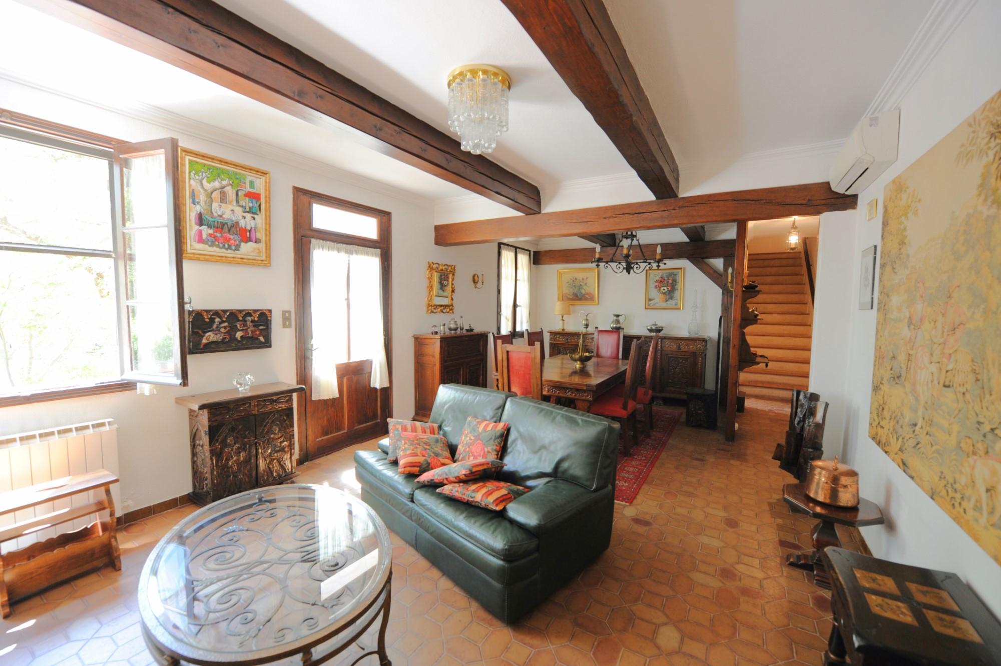 A vendre à Roussillon, maison de village avec piscine sur belle parcelle