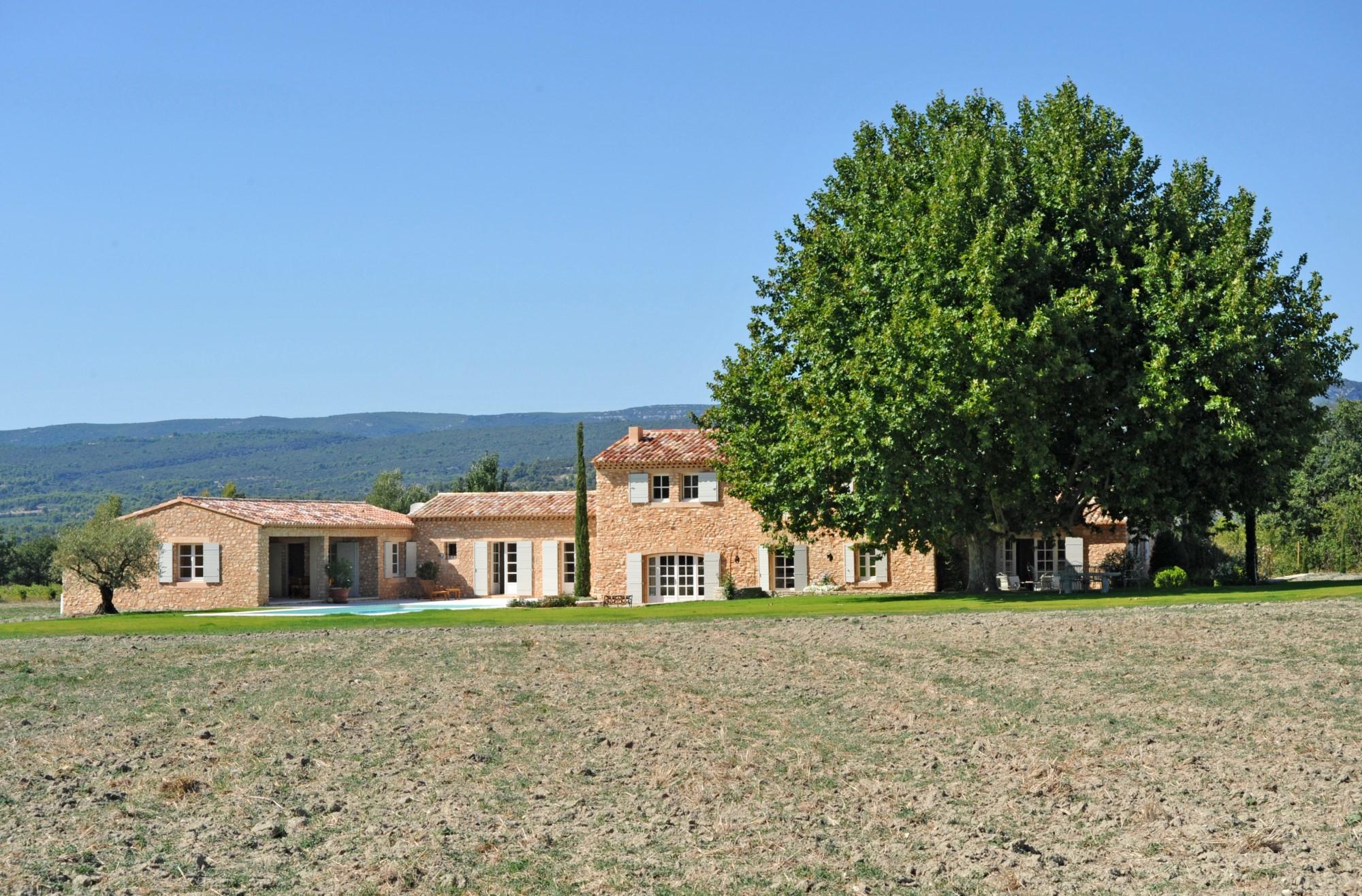 Maison restaurée avec piscine au cœur de la Provence