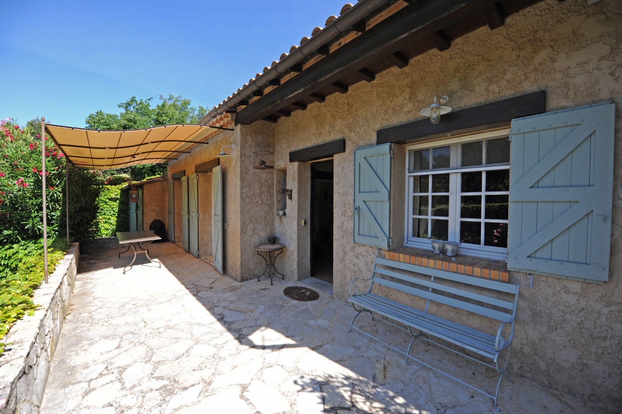 A vendre à Ménerbes, belle villa de plain-pied avec piscine