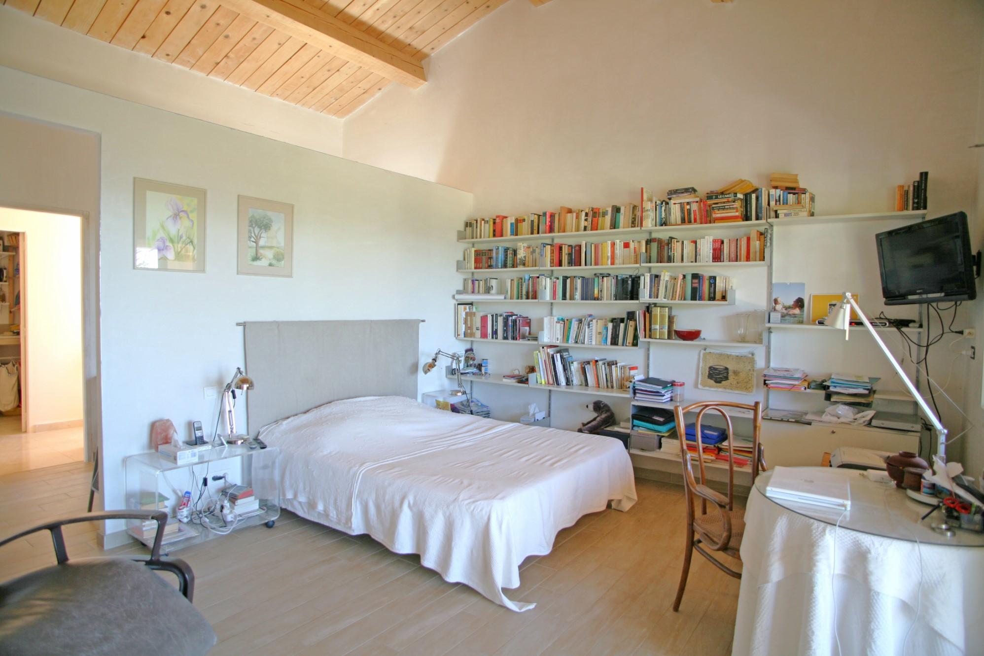 A vendre à Viens, maison contemporaine avec vue superbe sur le Luberon