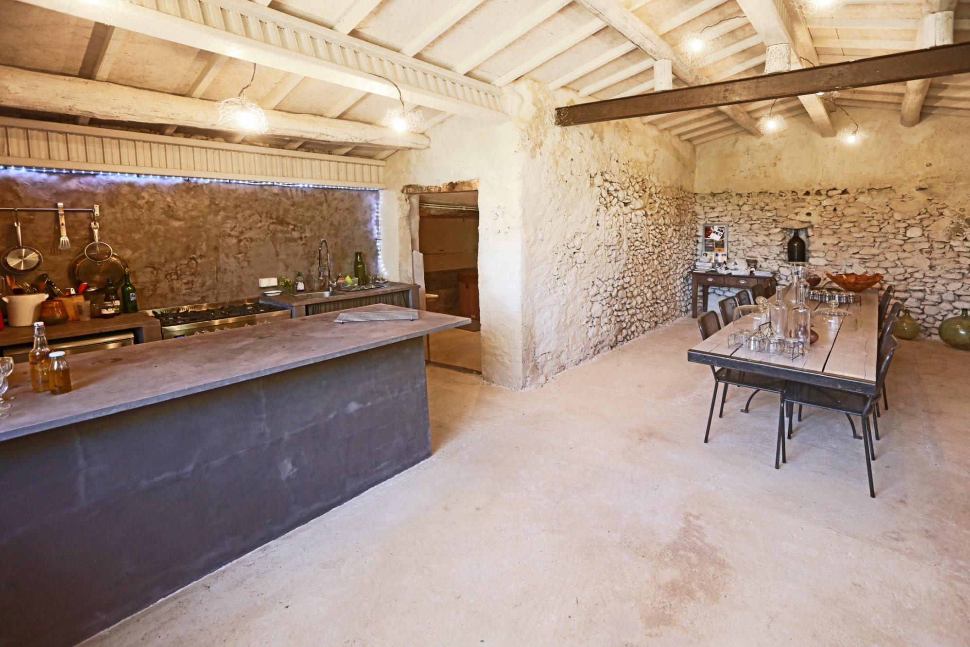 ventes a vendre au c ur du luberon ancien mas restaur en belle campagne agence rosier. Black Bedroom Furniture Sets. Home Design Ideas