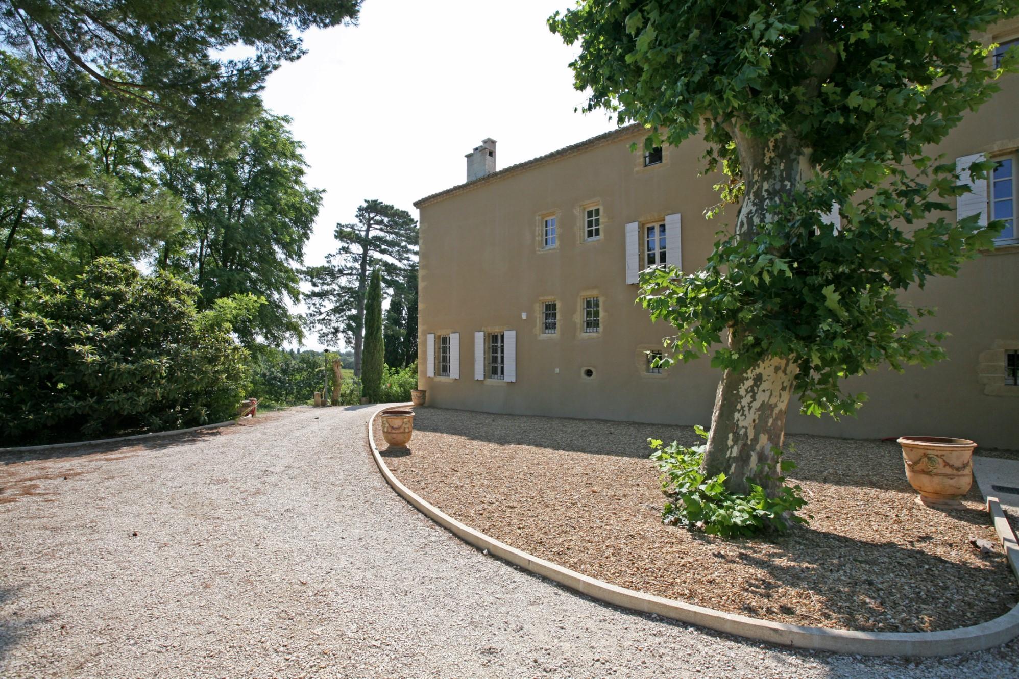 Château restauré au cœur d'un domaine privé