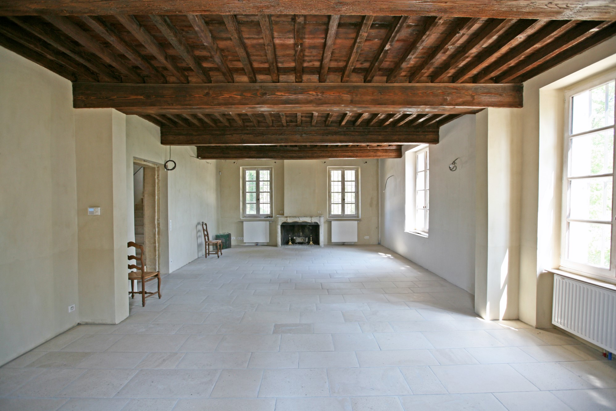 For sale, castle with outbuildings located between Uzès and Avignon
