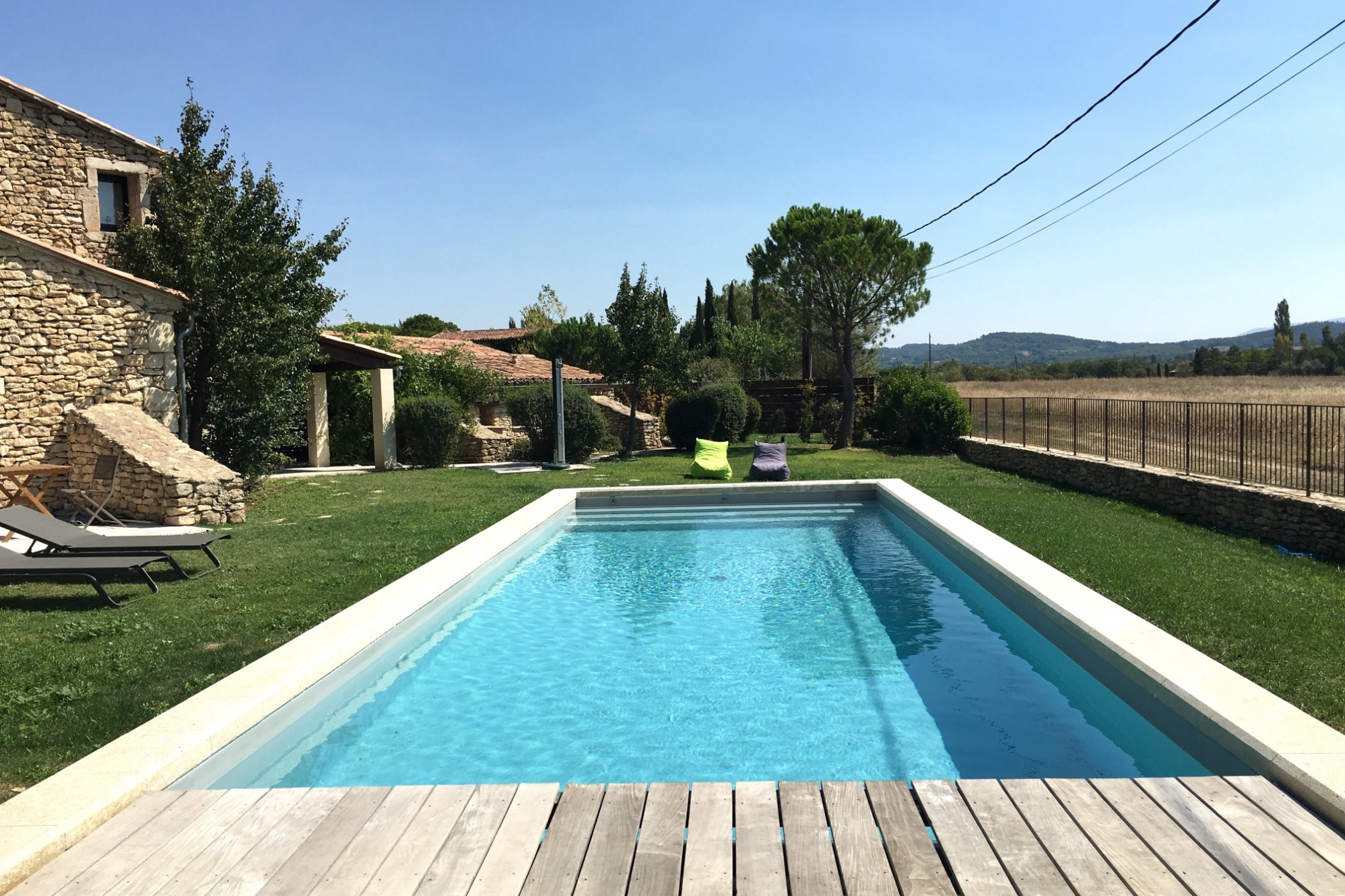 Maison en pierres avec piscine en Provence