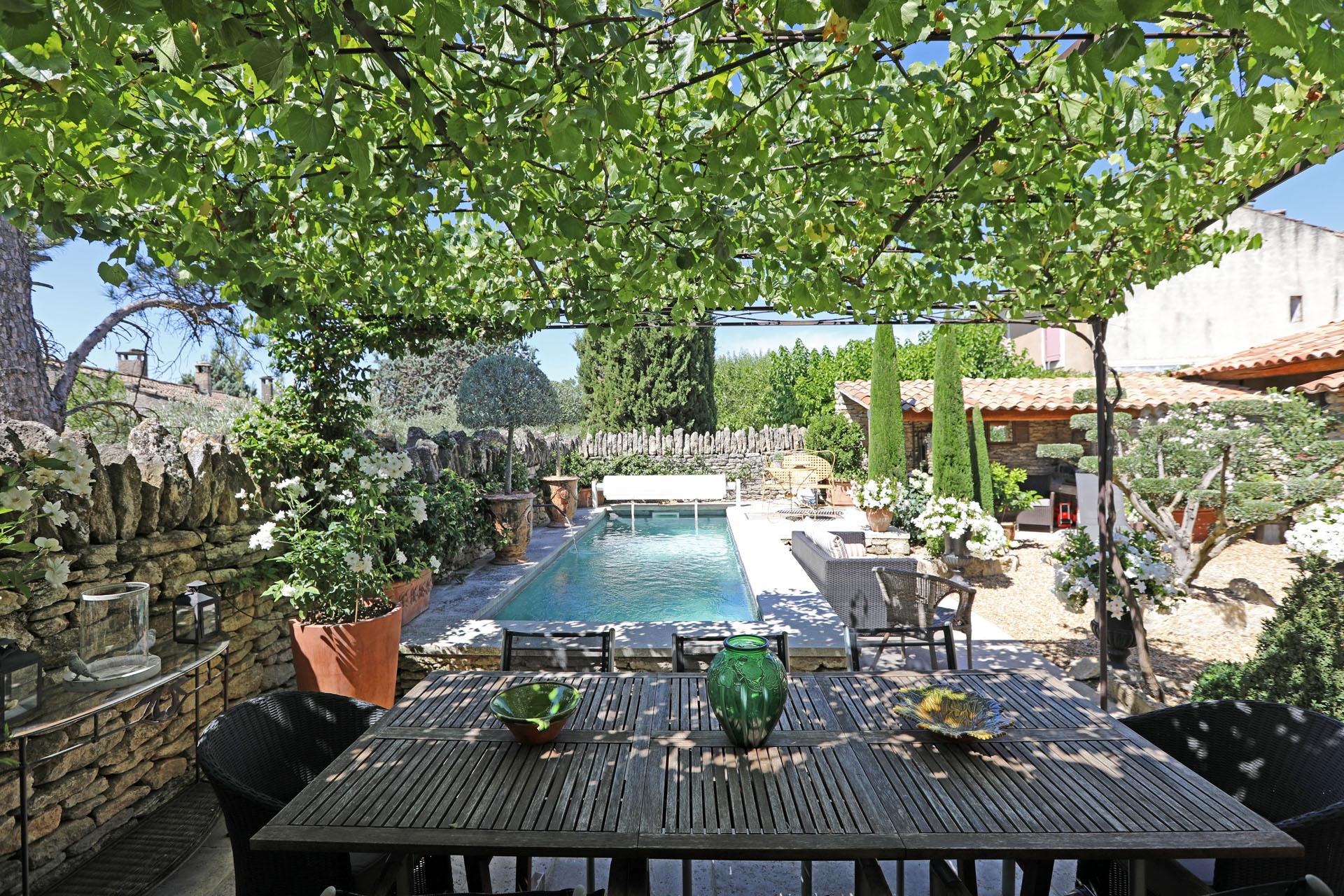 Luberon, maison de village de charme avec piscine