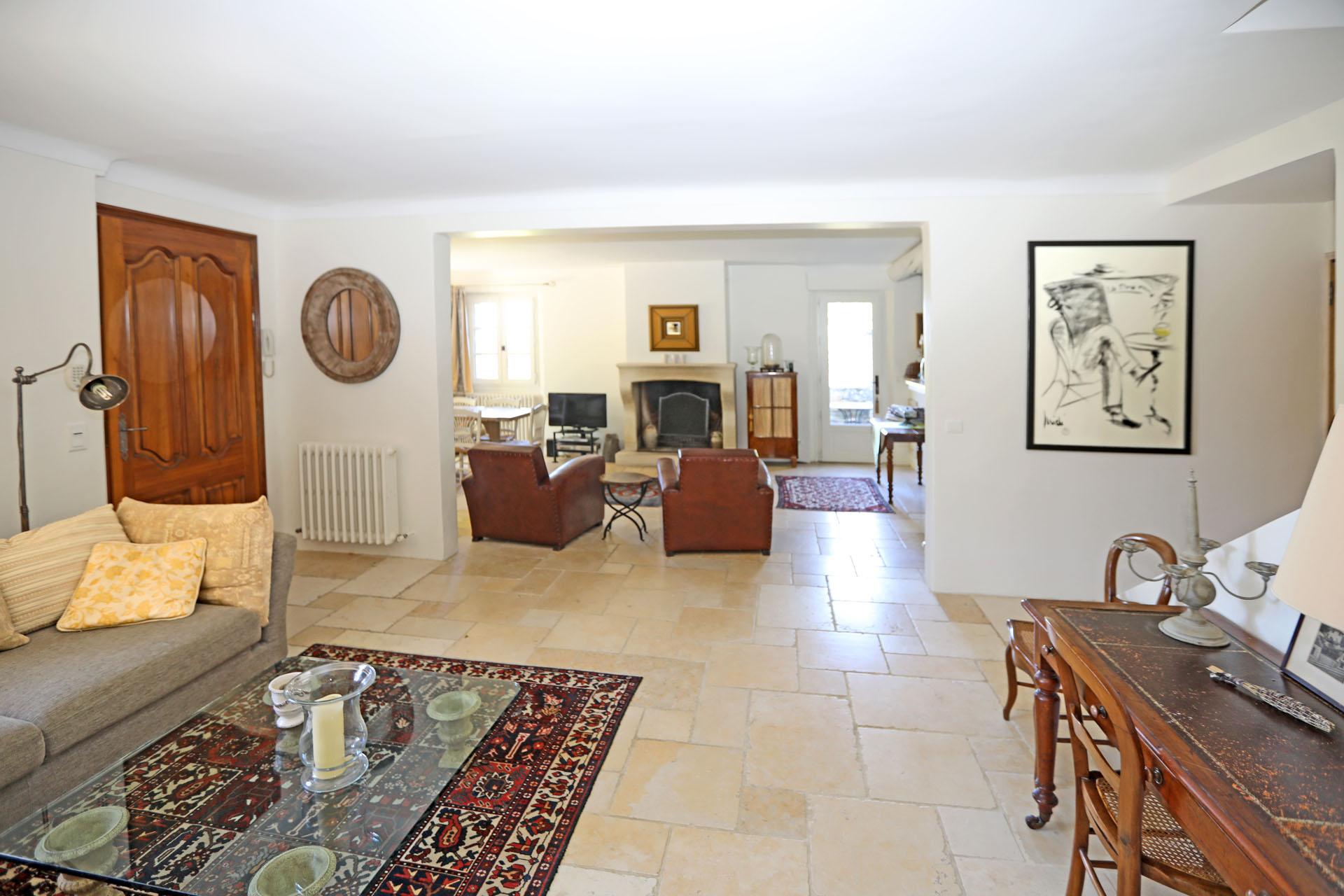 Le salon de la maison à vendre à Gordes