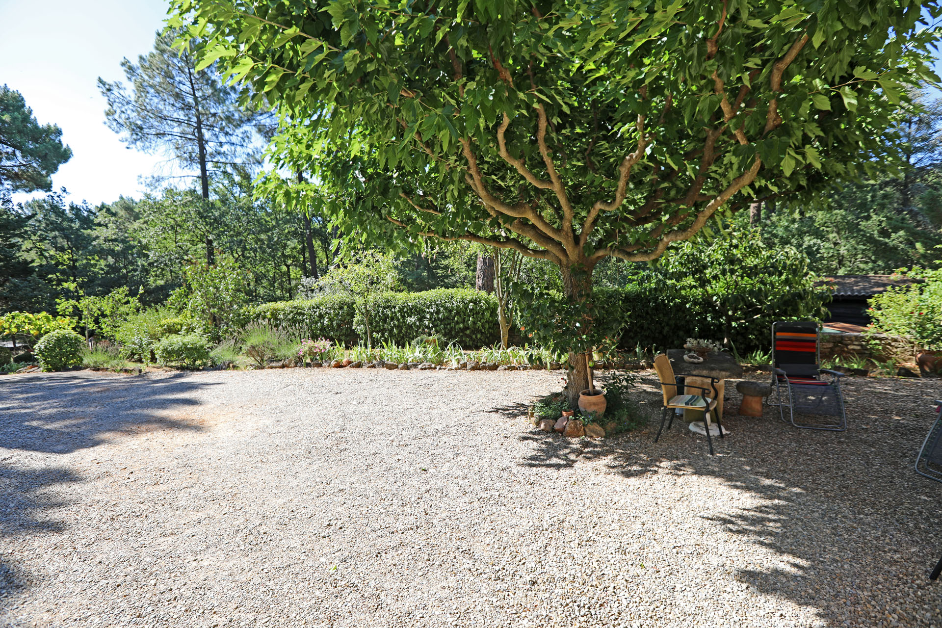 Très agréable jardin pour cette maison à Roussillon