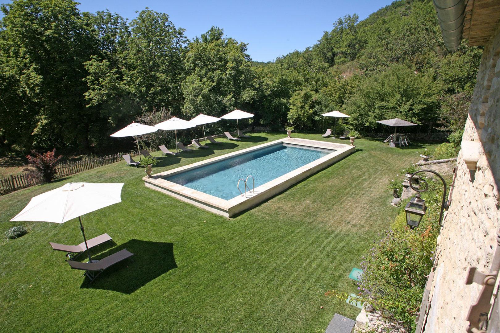 Ventes superbe maison avec piscine dans un site for Site piscine