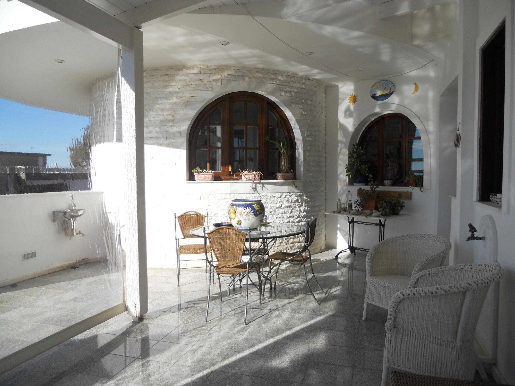 Grèce, superbe maison dans la ville côtière de Glyfada, au sud d'Athènes
