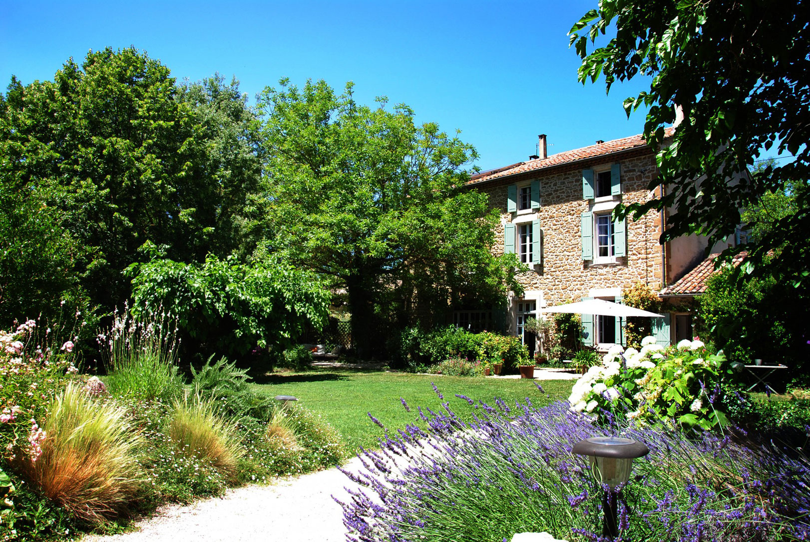Beautiful farmhouse with pool in pays de sorgues for sale for Acheter maison en provence