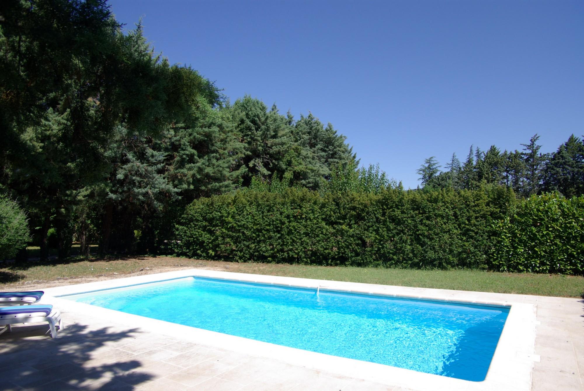 Maison de hameau avec piscine en parfait état